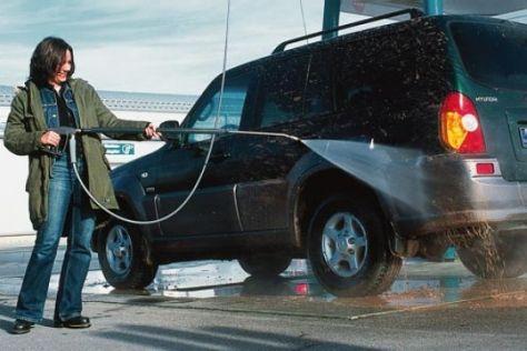 Geländewagen-Reinigung