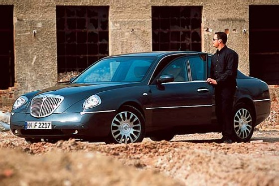 lancia thesis 3.0 v6 review Real mpg, technical specifications of lancia thesis 30 v6 24v (215 hp) 2002-2009  compare power, torque, dimensions, true mpg, fuel tank, trunk capacity.