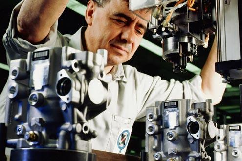 Bosch ist einer von rund 2000 Automobilzulieferern in Deutschland. Nur 25 Prozent eines Autos werden noch vom Hersteller gefertigt – der Rest stammt von den Zulieferern.