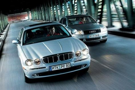 Audi A8 4.2 quattro gegen Jaguar XJ8 4.2