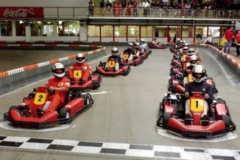 Formel-1-Weltmeister gegen 30 Amateure