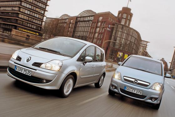 Auf und davon: Der Renault Grand Modus (links) lässt den Opel Meriva glatt stehen.
