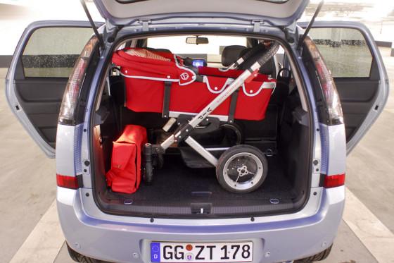 Der Kofferraum des Meriva glänzt mit wunderbarer Variabilität.