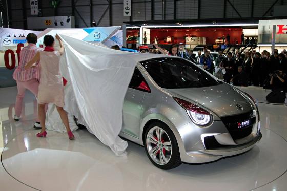 Begleitet von einem Trommelwirbel und schönen tanzenden Menschen erblickt der Suzuki A-Star Concept das Licht der Welt.