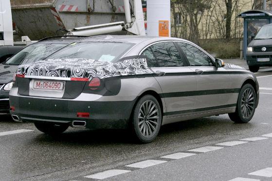 7er-Erlkönig diesmal ohne dicken Heckspoiler: Das lässt den Bayern gleich eleganter erscheinen.