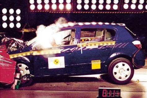 Astra, Golf & Co im EuroNCAP-Crashtest