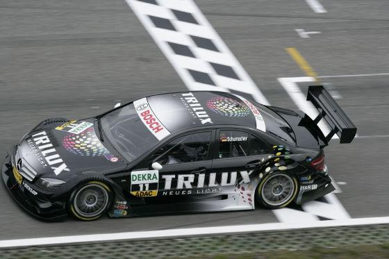 Bei seinem DTM-Debüt hat Ralf Schumacher sein Ziel erreicht: Er wollte die ielflagge sehen. Hat er auf Rang vierzehn.