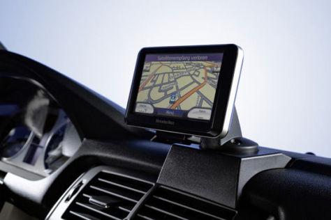 Mobiles Navigationsgerät für Mercedes A- und B-Klasse