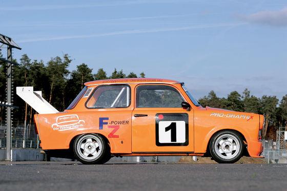 Schon in der DDR hatte der Rennsport mit Tourenwagen Tradition. Heute messen sich die rasenden Trabbis im TLRC-Cup.
