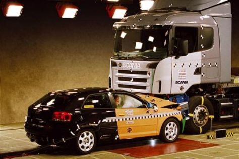 Audi A3 kontra Lkw
