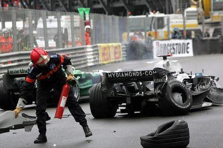 Böse erwischt: In Runde 62 setzte Nico Rosberg seinen Williams frontal in die Pistenbegrenzung.