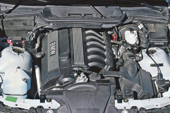 3er BMW 323i Coupé