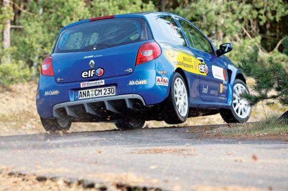 Freude am Fahren: In freier Wildbahn ist der agile Clio kaum zu bremsen.