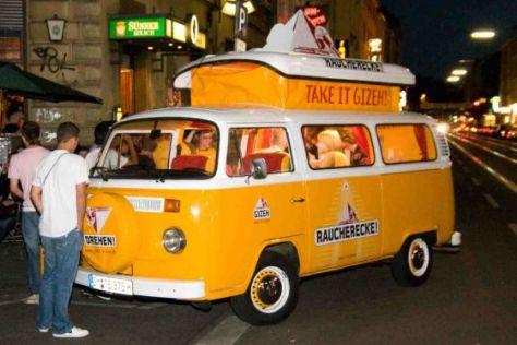 Marketing-Idee: VW T2 als rollende Raucherecke