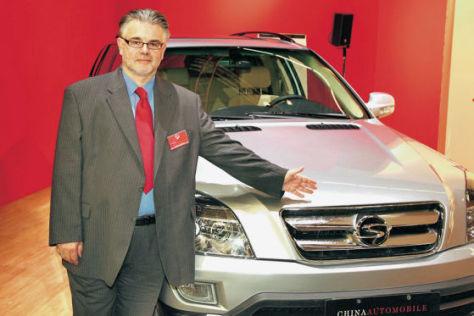 Importeur Karl Schössl mit dem ShuangHuan CEO