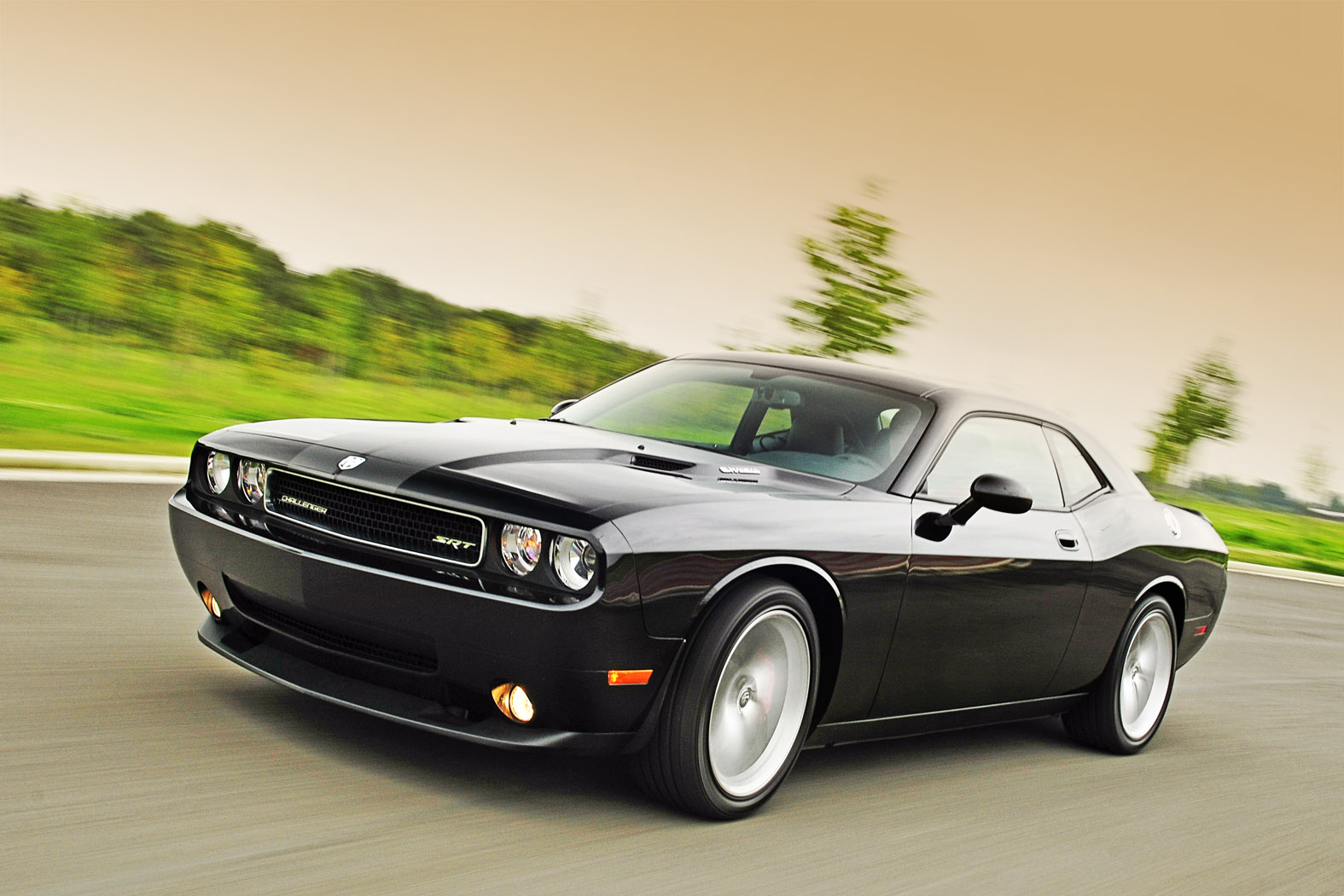 test dodge challenger srt8 ein unmoralisches angebot. Black Bedroom Furniture Sets. Home Design Ideas
