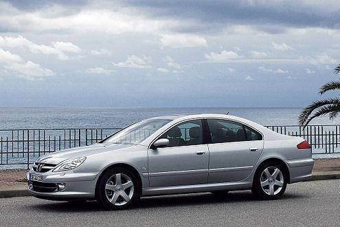 Der Peugeot 607 ist konservativer als der Vel Satis, bietet aber auch hohen Komfort und viel Platz.