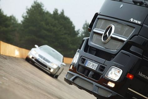 Mercedes-Benz Actros trifft SL 65 AMG