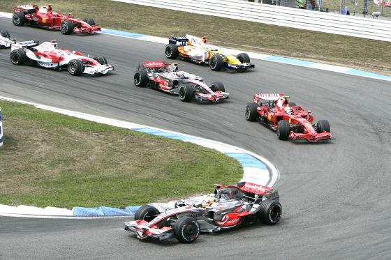 Formel 1 2008, GP von Belgien in Spa, 1. Kurve: Hamilton vor Räikkönen