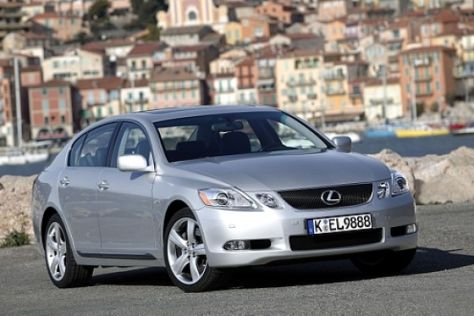 Lexus startet in Japan