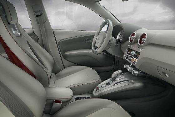 Spielwiese der Designer: Im A1-Cockpit leuchten die Luftdüsen, glänzt die Mittelkonsole.
