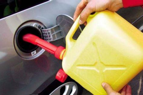 Tanken ist innerhalb eines Jahres um zehn Prozent teurer geworden.
