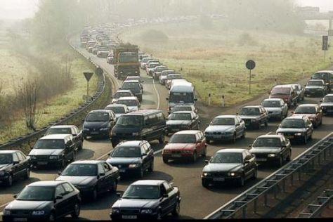 Stau Autobahn Nebel