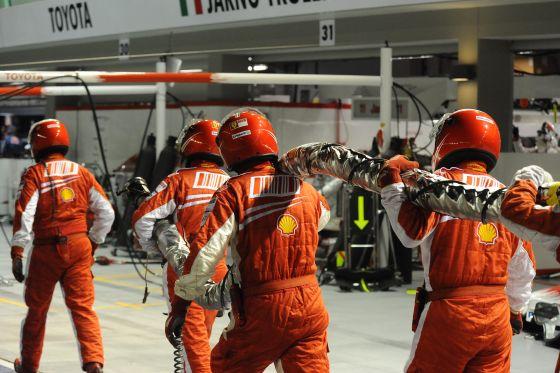 Die vermaledeite grüne Ampel der Ferrari-Box: Massa 13. des Rennens und die Boxencrew Sieger der Tankschlauch-Carrier.