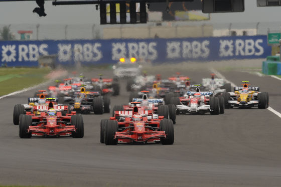 In Magny-Cours demonstriert Massa erneut Stärke und fährt den dritten Saisonsieg ein.