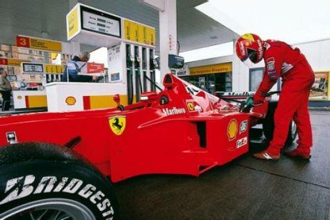 Formel-1-Auto Shell Tankstelle