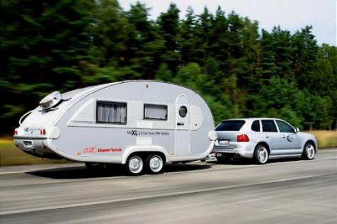 Tempo 100 mit Caravan