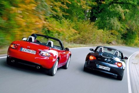 mazda mx 5 gegen bmw z4. Black Bedroom Furniture Sets. Home Design Ideas