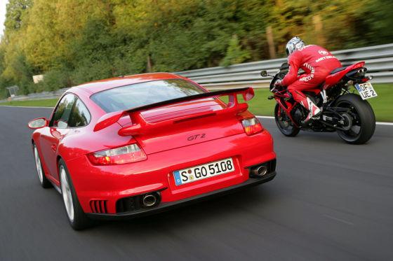 Porsche 911 GT2 Honda CBR 1000 RR