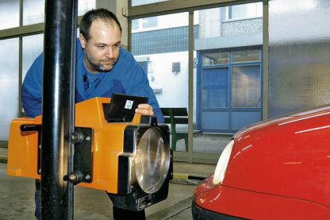 Mehr als ein Drittel der deutschen Autos haben Mängel beim Licht.