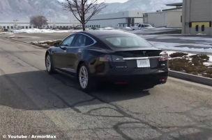 Model S hält Kugeln stand