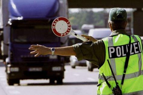Polizei Autobahn Lkw