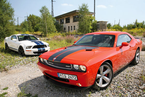 Dodge Challenger SRT8 Ford Shelby GT 500