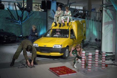 """Autos werden zu Opernstars: """"Die Jagd"""" in Stuttgart."""
