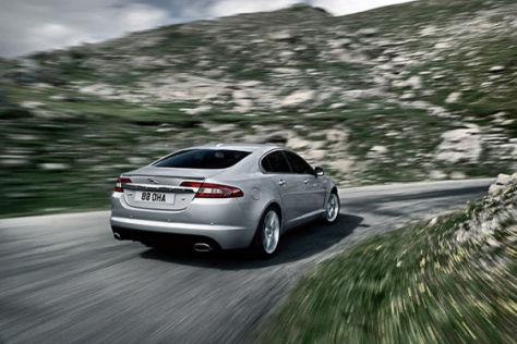 Der Oberklasse-Jaguar XF erhält zwei starke, aber sparsame Dieselmaschinen.