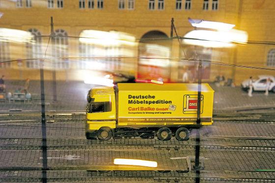 Umzug: So wie hier im Kleinen schafft Wiking seine Maschinen von Berlin nach Polen und Lüdenscheid.