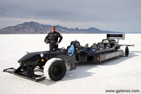 Mike Petitpas mit seinem sechssitzigen Stretch-Rennwagen.
