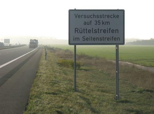 Von 2003 bis 2006 fand der Rüttelstreifen-Großversuch auf der A24 statt.