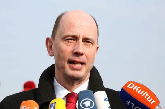 """Verkehrsminister Tiefensee: """"Rücksichtlose Menschen gefährden alle vernünftigen Verkehrsteilnehmer."""""""