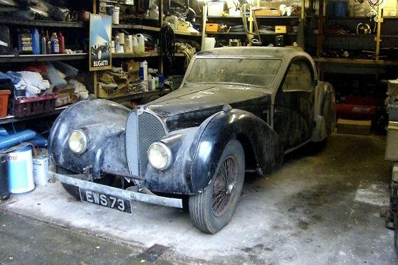 In dieser englischen Garage war der Bugatti 57S fast 40 Jahre abgestellt.