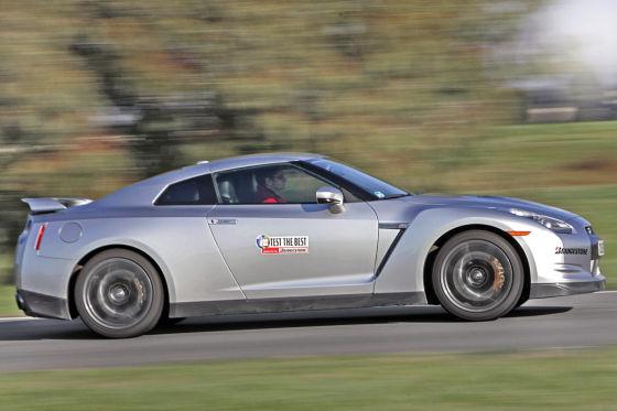 Das Biest aus Fernost: Eine Fahrt mit dem Nissan GT-R bringt den Führerschein in Gefahr.