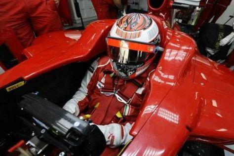 Kimi Räikkönen musste heute lange Zeit in der Ferrari-Box warten
