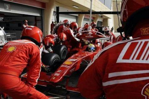 Boxenstopp-Training bei Ferrari: Die Ampelanlage ist wieder aufgebaut...
