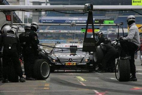 Unter anderem beim Boxenequipment arbeitet Mercedes offenbar recht sparsam