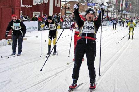 Nach 90 Kilometern: Immerhin hat Mattias Ekström noch Kraft für Jubel