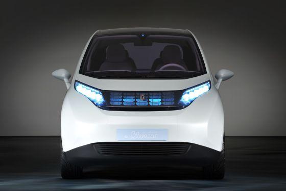 Der Akku des Elektroautos Bluecar ist zwischen den Achsen unterm Wagenboden montiert.
